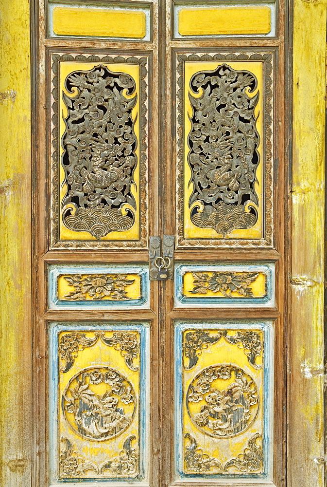 Door, Gedan Song Zanling Temple, Shangri-La (Zhongdian), Yunnan Province, China, Asia - 756-550