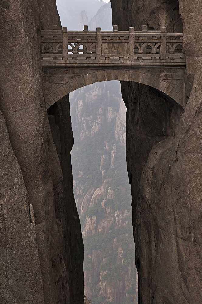Walking Fairy Land Bridge, White Cloud Scenic Area, Mount Huangshan (Yellow Mountain), UNESCO World Heritage Site, Anhui Province, China, Asia - 756-698