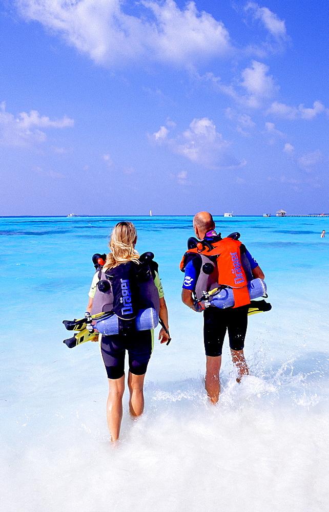 rebreather diver, White Sands, Maldives Island, Indian Ocean, Ari Atoll, White Sands Resort