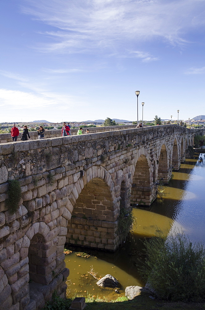 Puente Romano (Roman Bridge) in Merida, UNESCO World Heritage Site, Badajoz, Extremadura, Spain, Europe
