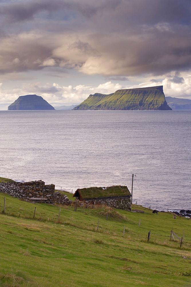 Islands of Stora Dimun on the right, and Litla Dimun, from Skarvanes, Sandoy Island, Faroe Islands (Faroes), Denmark, Europe
