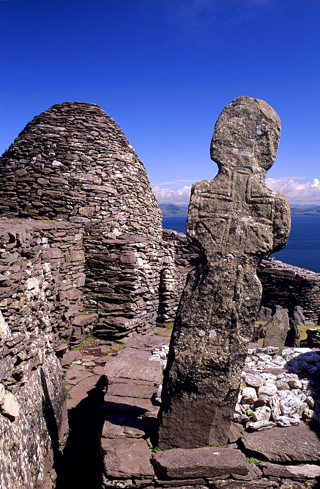 Early Christian Cross, Skellig monastery dating from between the 6th and 12th centuries, Skellig Micheal, UNESCO World Heritage Site, Great Skellig, Republic of Ireland, Europe
