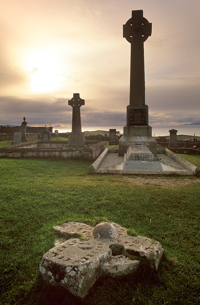 Monument to Flora MacDonald, the young heroine who helped Bonnie Prince Charlie escape the English in 1746, Kilmuir graveyard, Trotternish, Isle of Skye, Inner Hebrides, Highland region, Scotland, United Kingdom, Europe - 770-618