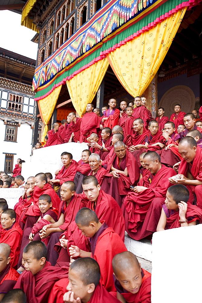 Monks watching religious dances, Buddhist festival (Tsechu), Trashi Chhoe Dzong, Thimphu, Bhutan, Asia - 772-205
