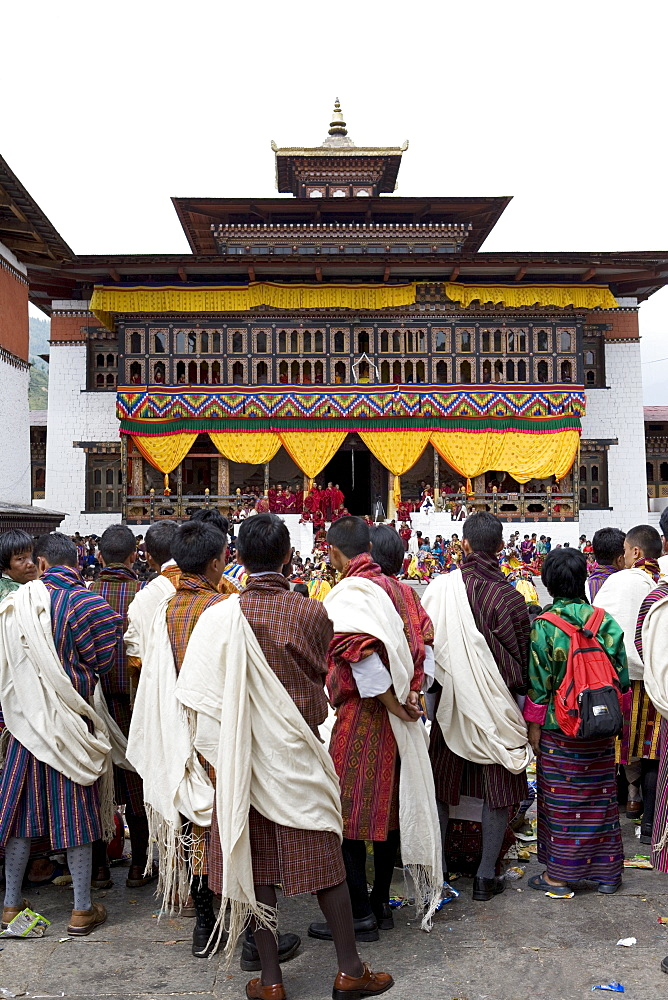 Bhutanese men in traditional dress, Buddhist festival (Tsechu), Trashi Chhoe Dzong, Thimphu, Bhutan, Asia - 772-217