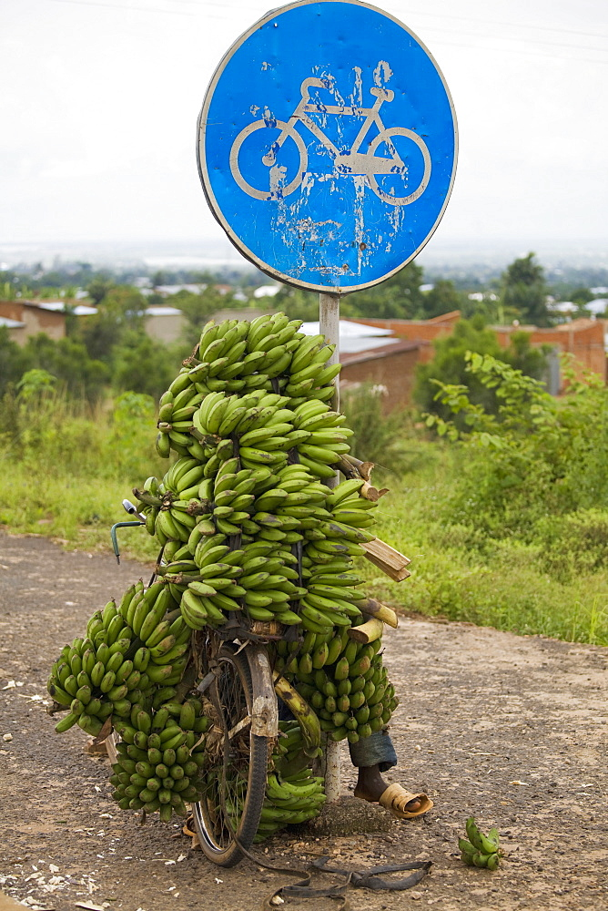 Banana seller, Village of Masango, Cibitoke Province, Burundi, Africa