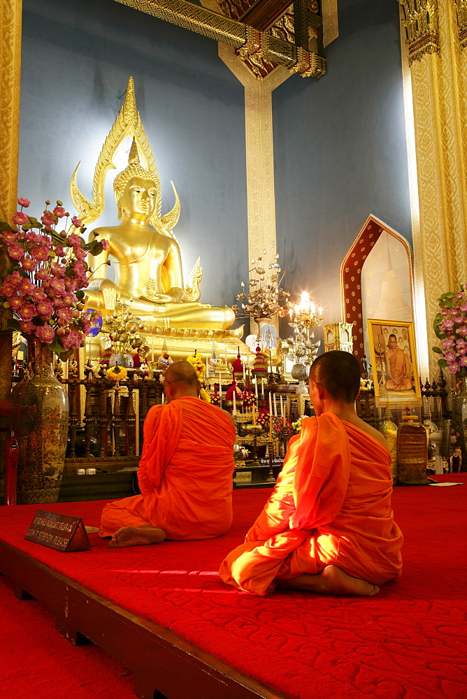 Monks praying and giant golden statue of the Buddha, Wat Benchamabophit (Marble Temple), Bangkok, Thailand, Southeast Asia, Asia