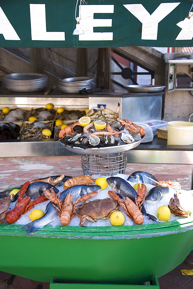 Seafood restaurant, Nice, Alpes Maritimes, Provence, Cote d'Azur, French Riviera, France, Europe - 772-881