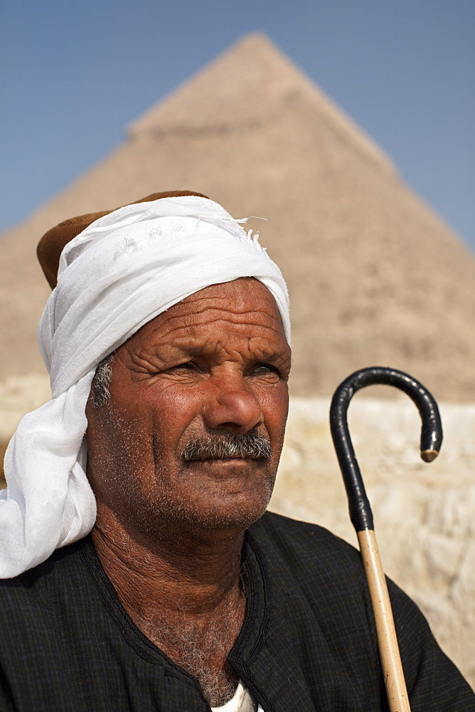 A Bedouin guide in front of the Pyramids of Giza, Cairo, Egypt, North Africa, Africa
