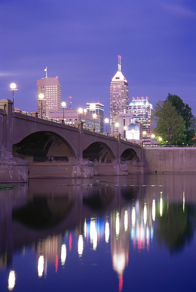 White River and city skyline, Indianapolis, Indiana, United States of America, North America