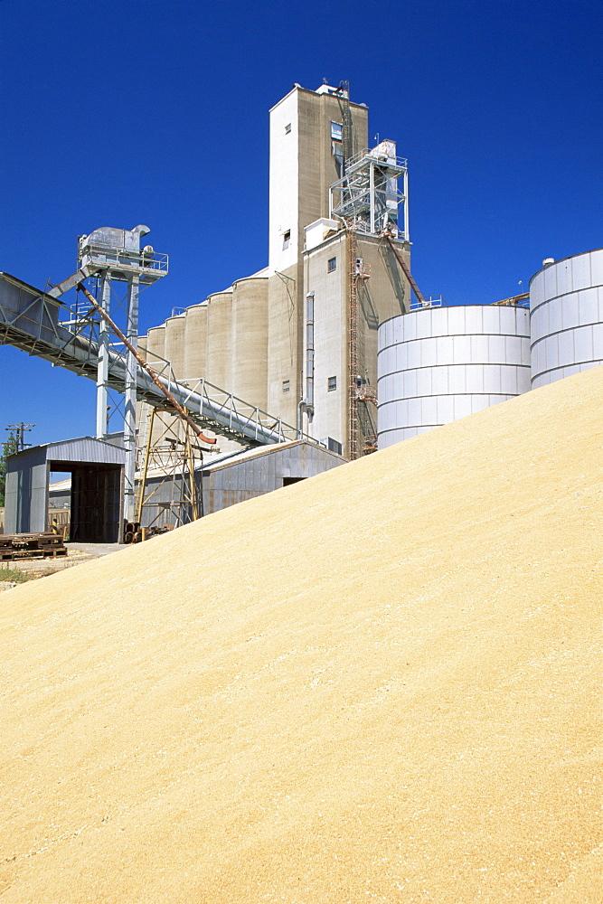 Grain silos, Port of Sacramento, California, United States of America, North America