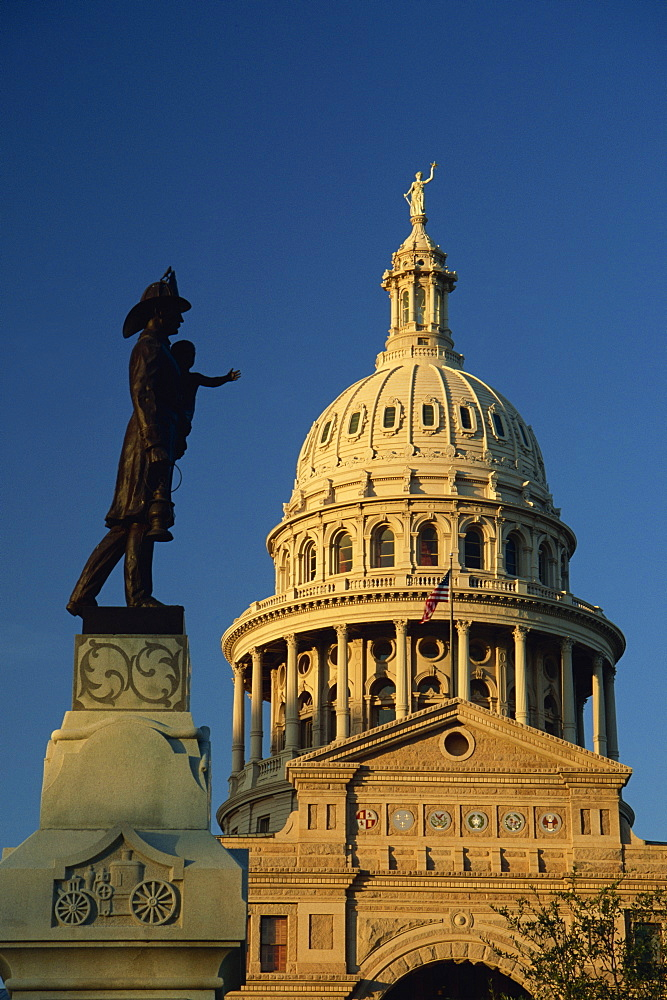 Fireman's statue, State Capitol Buidling, Austin, Texas, United States of America, North America