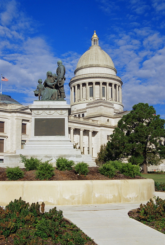 Confederate Woman's Monument and State Capitol building, Little Rock, Arkansas, United States of America, North America