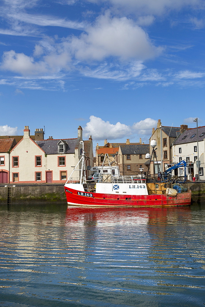Traditional fishing boat in the sheltered harbour at Eyemouth, Berwickshire, Scottish Borders, Scotland, United Kingdom, Europe - 785-2337