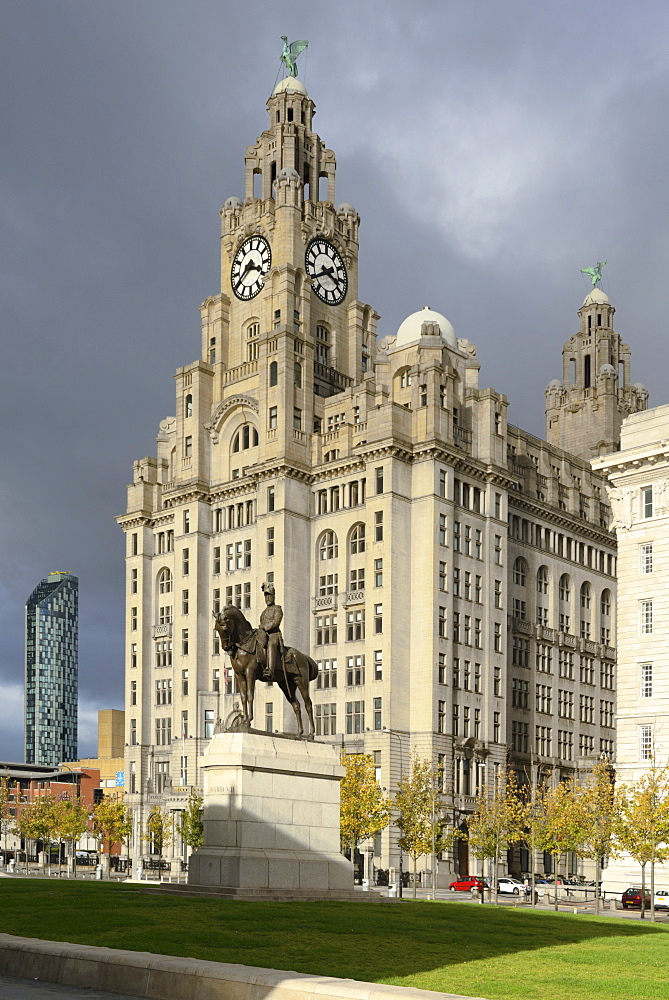 Statue of Edward V11 and the Liver Royal Building, UNESCO World Heritage Site, Waterfront, Liverpool, Merseyside, England, United Kingdom, Europe