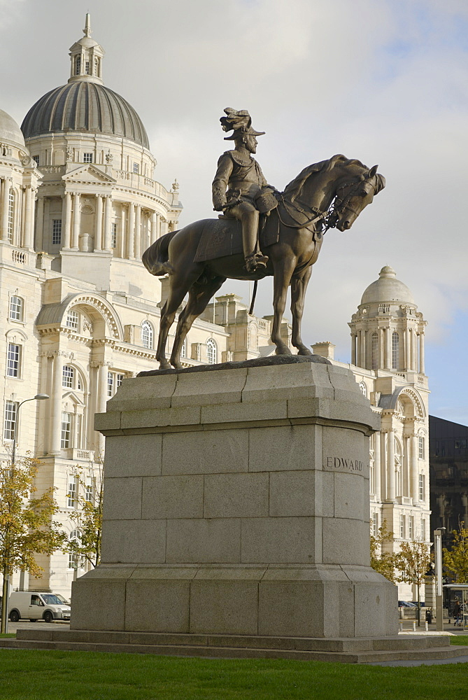 Statue of Edward V11 and the Port of Liverpool Building, Waterfront, Pier Head, UNESCO World Heritage Site, Liverpool, Merseyside, England, United Kingdom, Europe