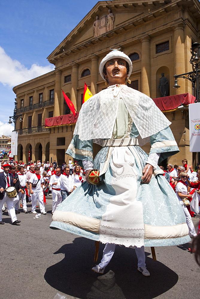 Giants of Pamplona procession, San Fermin Fiesta, Pamplona, Navarra, Spain, Europe - 793-1148