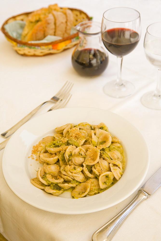 Orecchiette con cime di rape (pasta with vegetables), Carlino restaurant, Lecce, Lecce province, Puglia, Italy, Europe