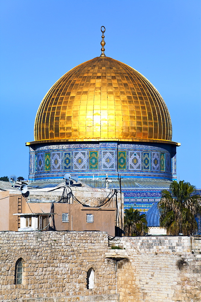 Dome of the Rock above the Western Wall Plaza, Old City, UNESCO World Heritage Site, Jerusalem, Israel, Middle East