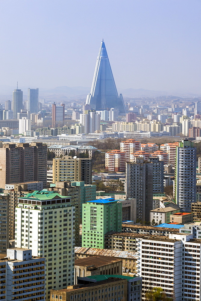 Pyongyang skyline and the Ryugyong Hotel, Pyongyang, Democratic People's Republic of Korea (DPRK), North Korea, Asia - 794-3500