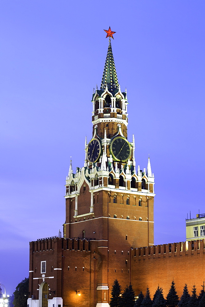 The Kremlin clocktower in Red Square, UNESCO World Heritage Site, Moscow, Russia, Europe