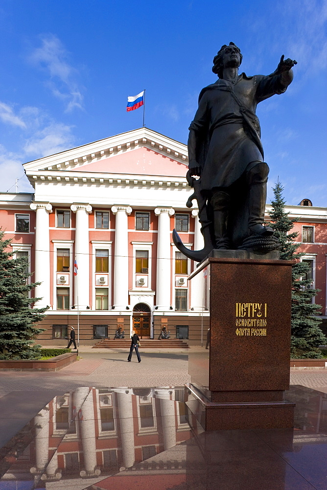 Administration building of the Russian Baltic Naval fleet and statue of Peter the Great, Kaliningrad, Russia, Europe