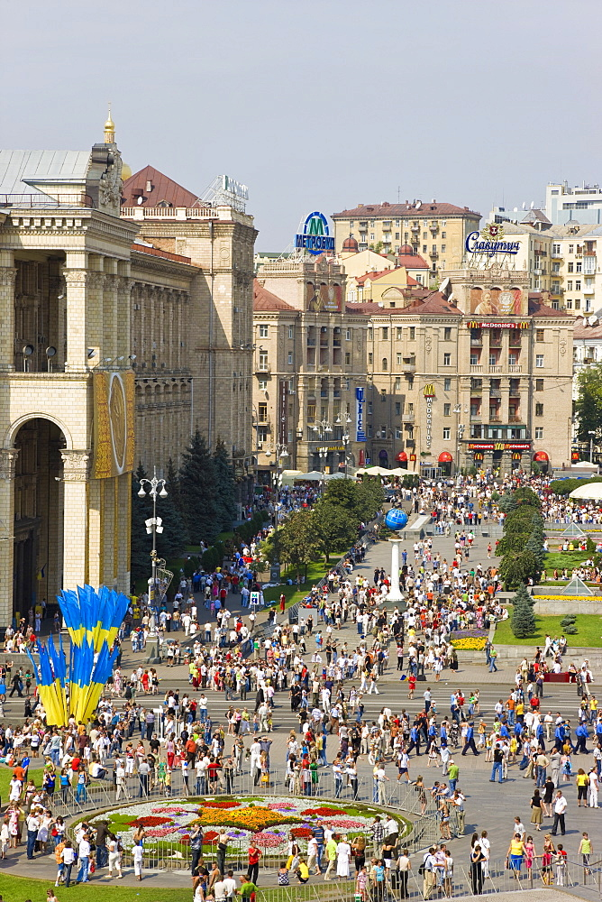 Independence Day, Ukrainian national flags flying in Maidan Nezalezhnosti (Independence Square), Kiev, Ukraine, Europe