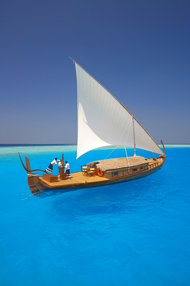 Sailing with traditional dhoni, Maldives, Indian Ocean, Asia