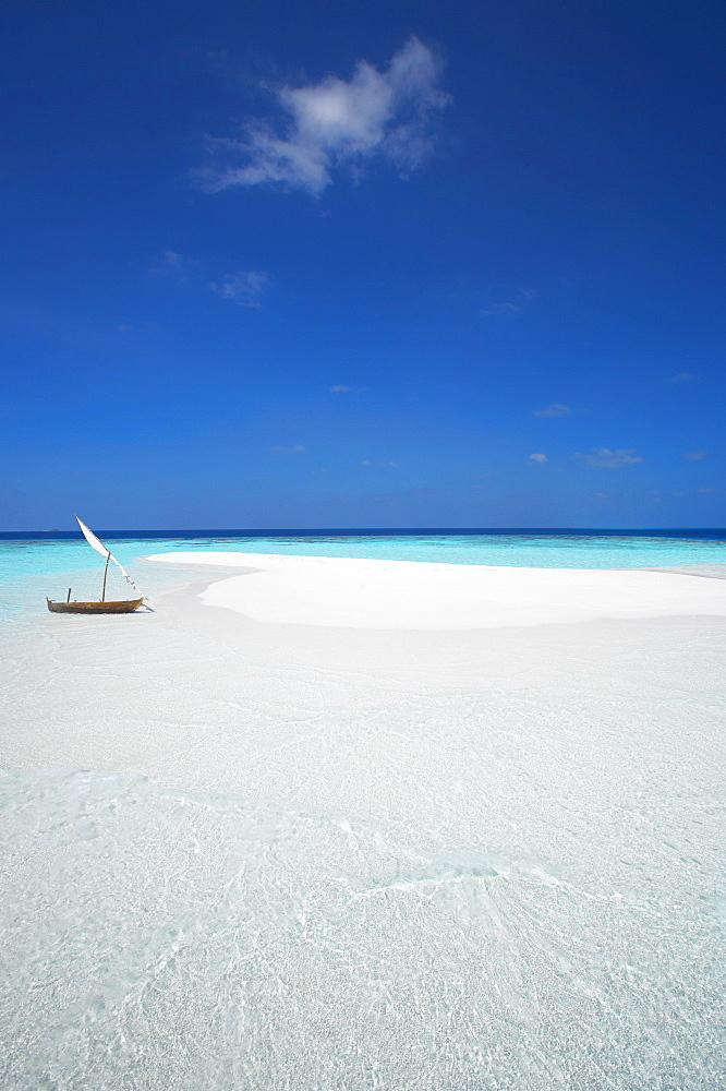 Dhoni and sand bank, Male Atoll, Maldives, Indian Ocean, Asia