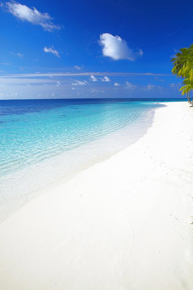 Tropical island and lagoon, Ari Atoll, Maldives, Indian Ocean, Asia