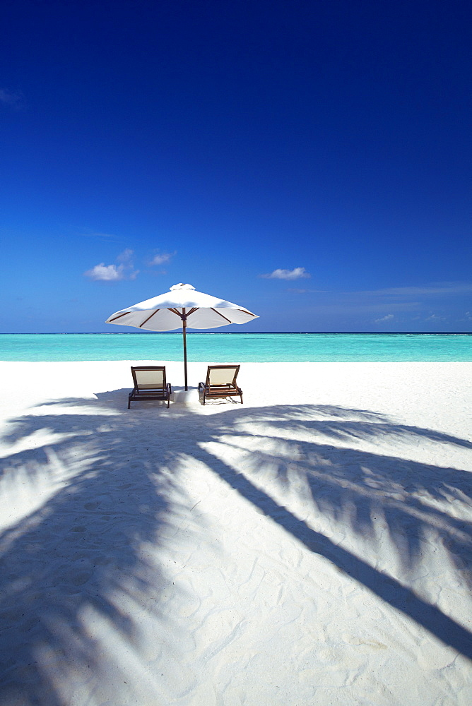Deck chairs and tropical beach, Maldives, Indian Ocean, Asia - 795-445