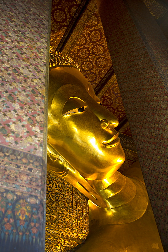 Wat Pho (Wat Phra Chetuphon) (Temple of the Reclining Buddha), Bangkok, Thailand, Southeast Asia, Asia