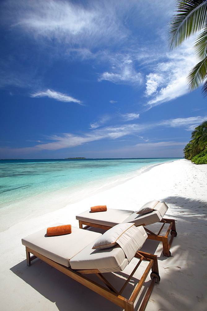Lounge chairs on tropical beach, Maldives, Indian Ocean, Asia  - 795-500
