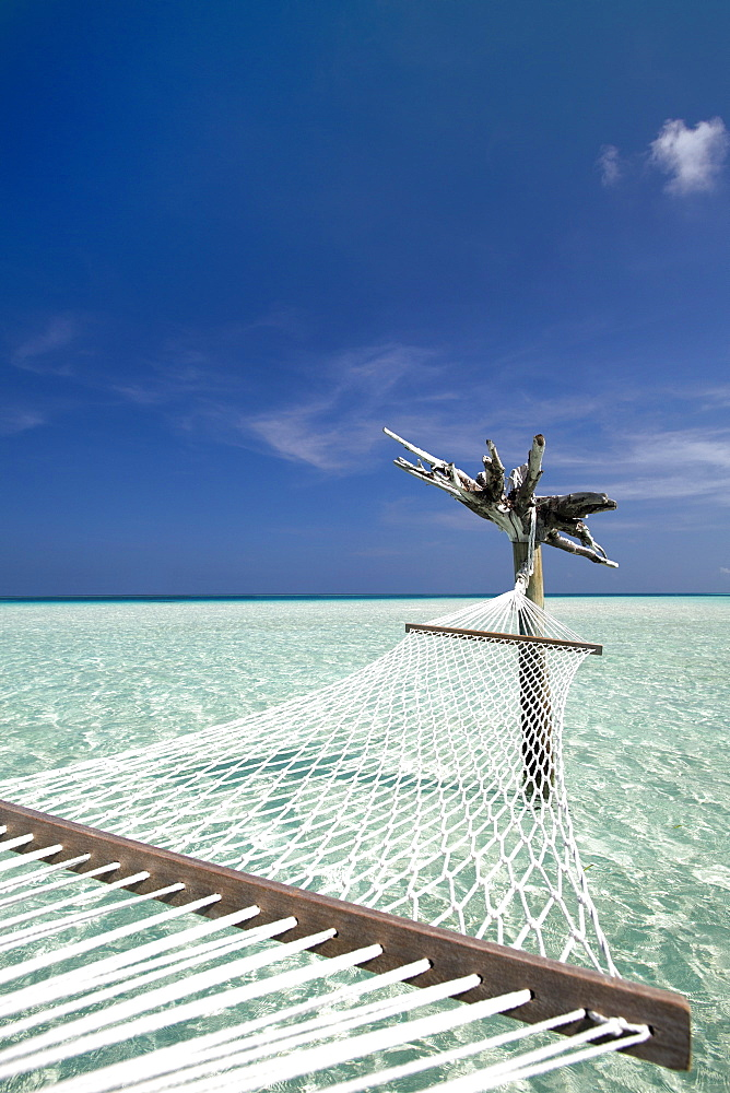 Hammock in tropical lagoon, Maldives, Indian Ocean, Asia - 795-526