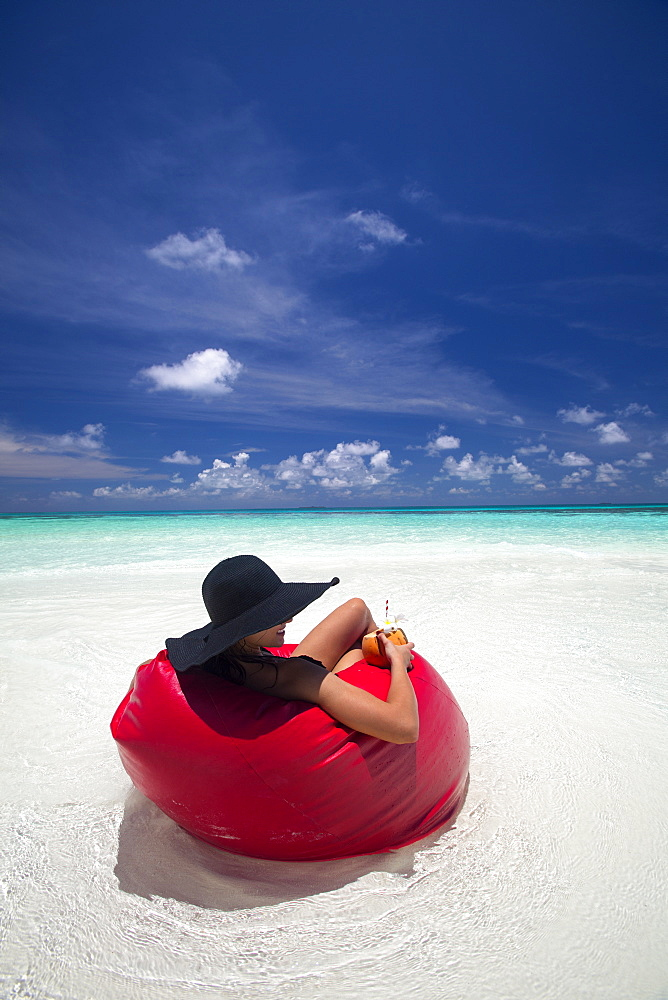 Woman relaxing on the beach, Maldives, Indian Ocean, Asia - 795-537