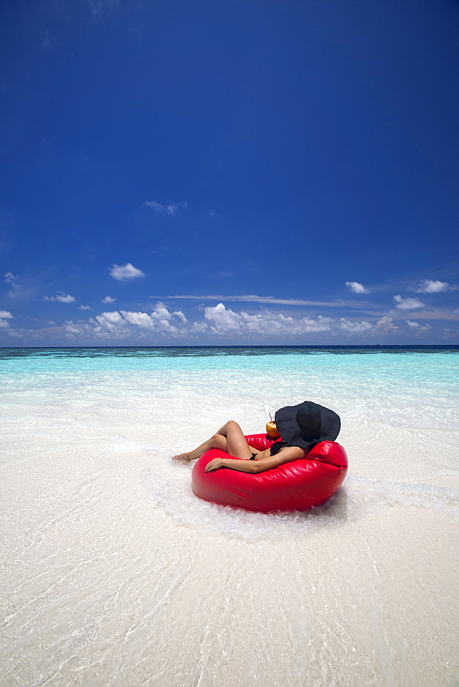 Woman relaxing on the beach, Maldives, Indian Ocean, Asia - 795-538