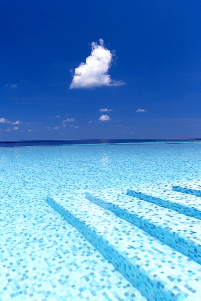 Infinity pool in the Maldives, Indian Ocean, Asia - 795-540