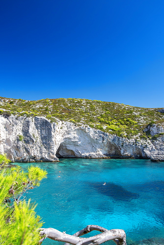 Beautiful beach and people snorkeling, Zakinthos Island, Ionian Islands, Greek Islands, Greece, Europe - 795-621