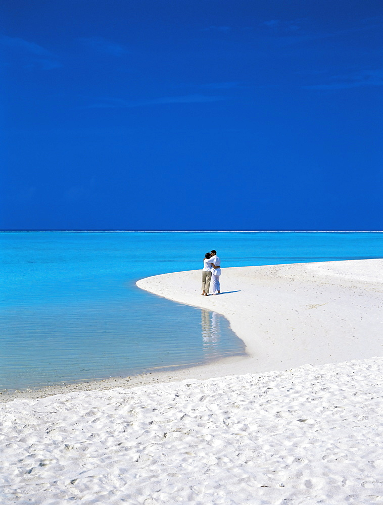 Couple walking on sandy beach, Maldives, Indian Ocean, Asia - 795-71