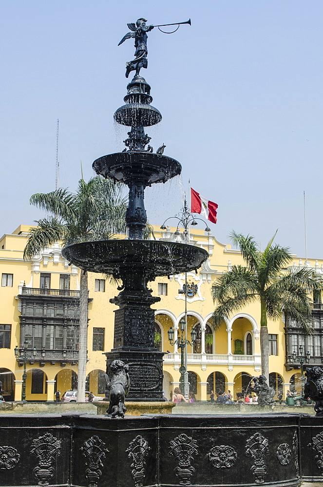 Municipal Palace of Lima and fountain, Plaza de Armas, Lima, Peru, South America