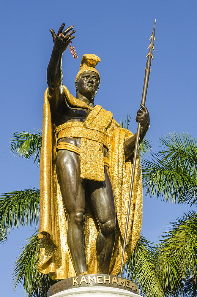 King Kamehameha statue in front of Aliiolani Hale (Hawaii State Supreme Court), Honolulu, Oahu, Hawaii, United States of America, Pacific