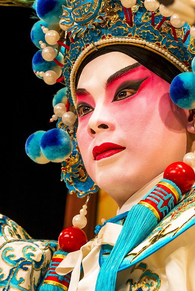 Chinese Opera performers, Ko Shan Theatre, Kowloon, Hong Kong, China. - 796-2406