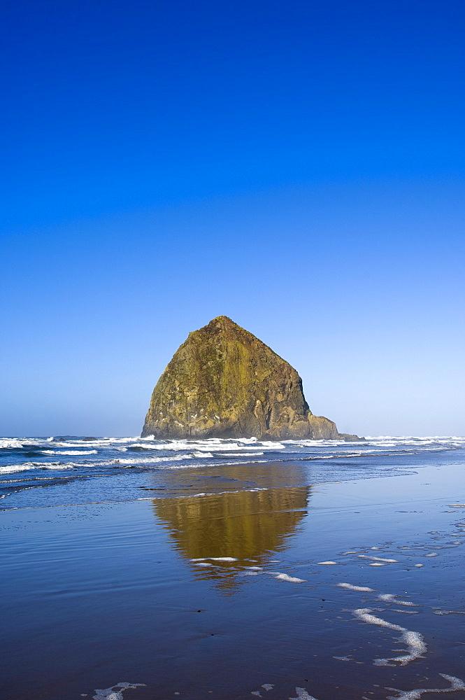 Haystack Rock, Cannon Beach, Oregon, United States of America, North America