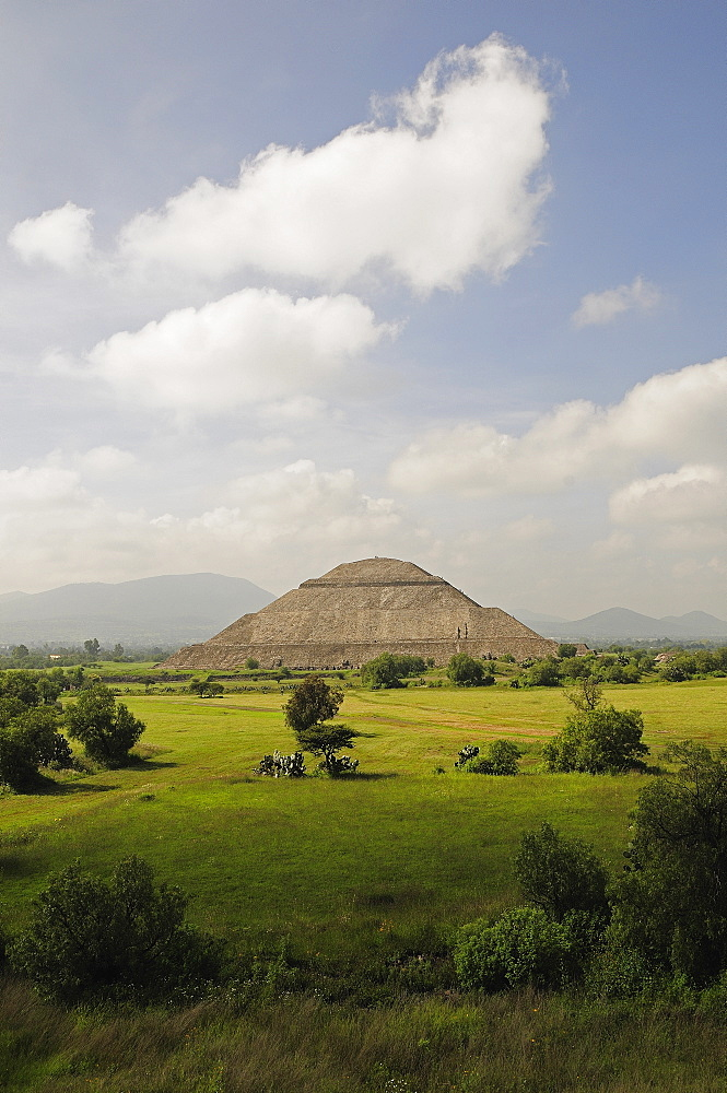 Mexico, Anahuac, Teotihuacan, Pyramid del Sol or Pyramid of the Sun and surrounding landscape.