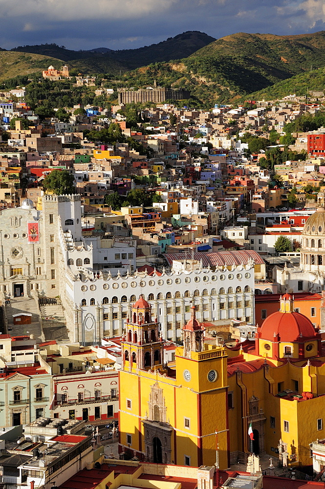 Mexico, Bajio, Guanajuato, Elevated view of Basilica and university building with barrios on hillside beyond from panaoramic viewpoint.