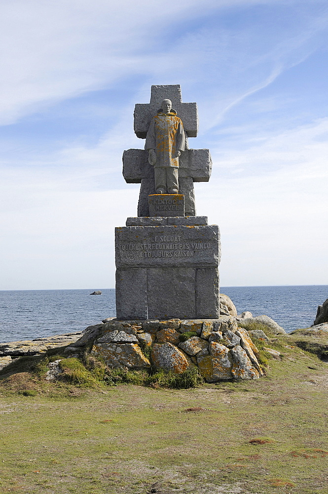France, Brittany, Isle de Sein, Memorial commemorating the 128 islanders who fled imminent Nazi occupation by fishing boat to join the Free French Forces in England in 1940.