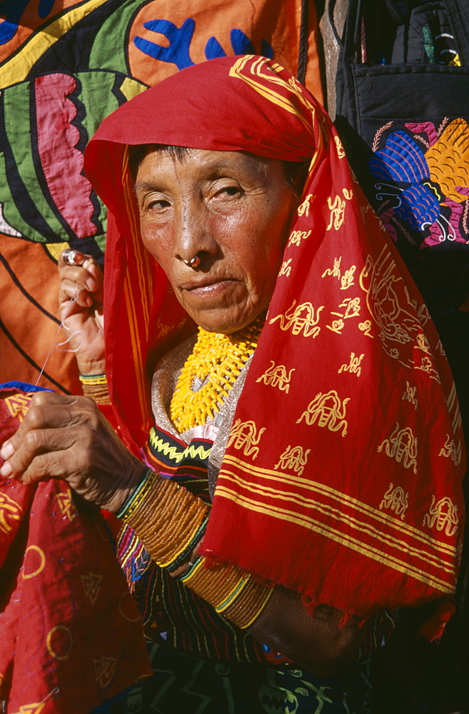 PANAMA  San Blas Islands Portrait of a Cuna Indian woman - 797-1150