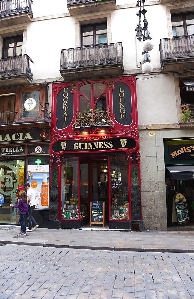 Spain, Catalonia, Barcelona, Irish bar on Carrer de Ferran in the Gothic District.