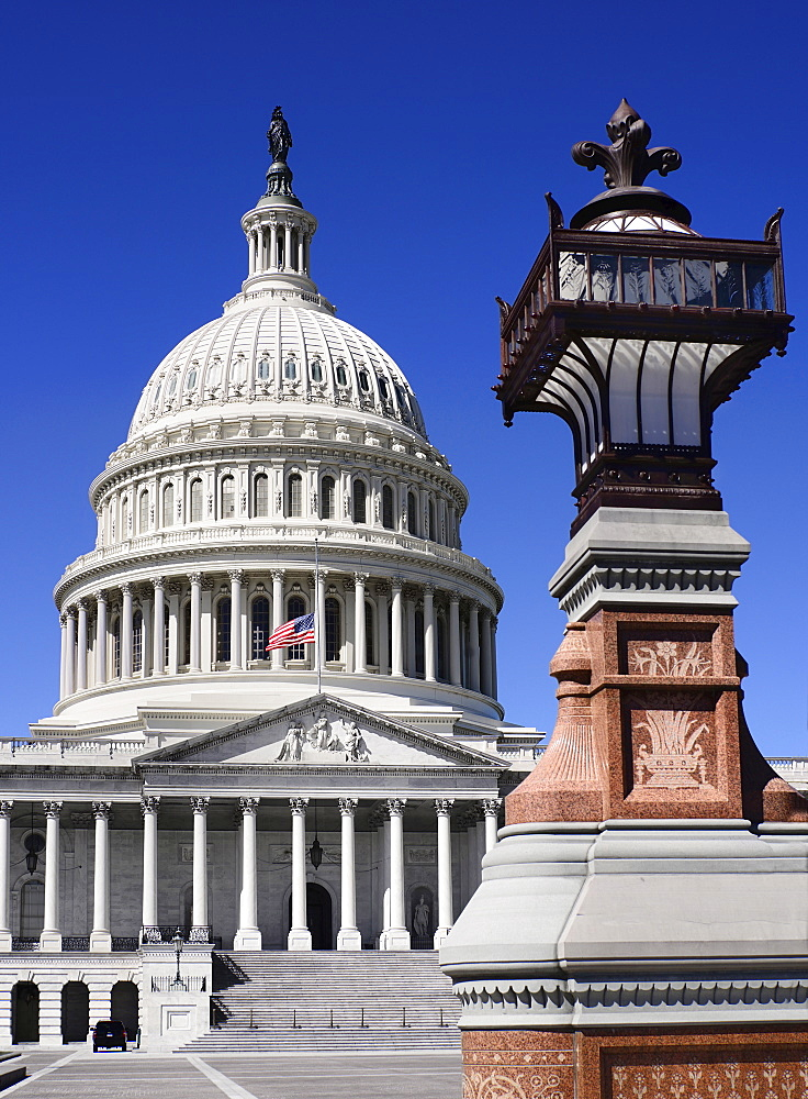 USA, Washington DC, Capitol Building, Head on view of the central section with its dome and lampstand in the foreground.