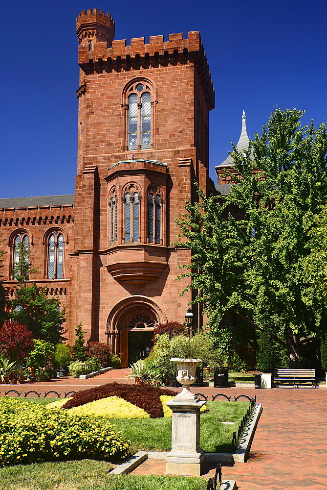 USA, Washington DC, National Mall, Smithsonian Castle, Tourist Information Centre for Smithsonian Museums.